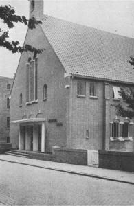 {Foto 2, De nieuwe Kerk, 2e Ebbingestraat 1 (In gebruik genomen 18 Sept. 1951)